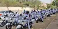کراچی ، 100 نیو ہیوی بائیکس پر ٹریفک پولیس افسران کا فلیگ مارچ