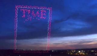 امریکی جریدے 'ٹائم کا انوکھا انداز، سرورق کیلئے فضا میں ڈرون سجا دیئے
