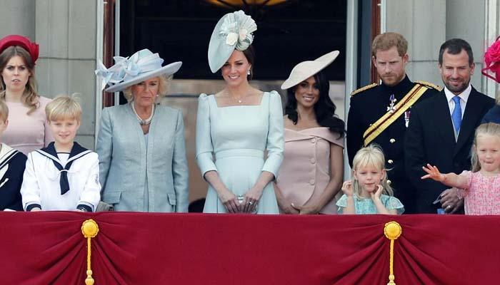 ملکہ برطانیہ کی 92ویں سالگرہ پر لندن میں شاندا ر پریڈ