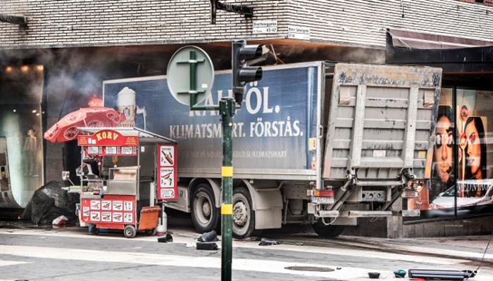 برازیل ، بے قابو ٹرک سڑک کنارے کھڑی گاڑیوں سے جاٹکرایا