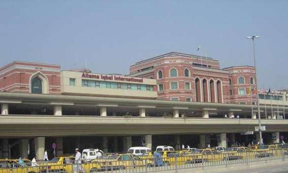 لاہور ایئرپورٹ پر اے ایس ایف اہلکار سے گولی چل گئی