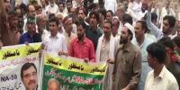 عمران خان کی رہائش گاہ کے باہرپی ٹی آئی کارکنان کی لڑائی