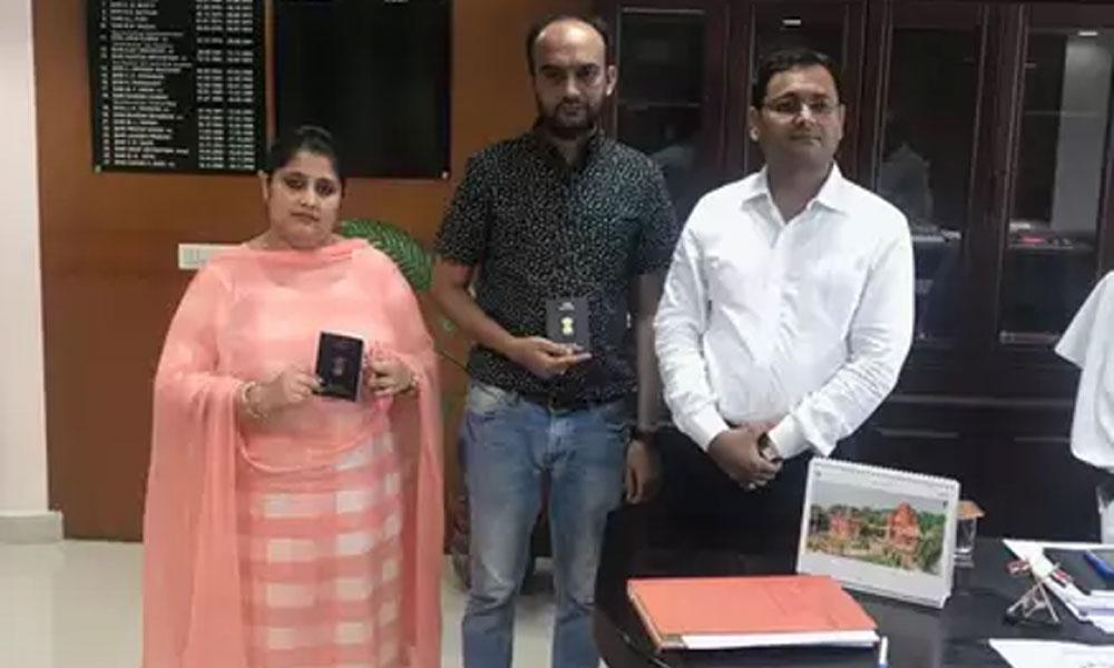 ہندو مسلم جوڑے کو بھارتی پاسپورٹ مل گیا
