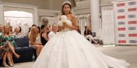 ٹشو پیپر سے بنے عروسی لباس میں ماڈلز کی کیٹ واک