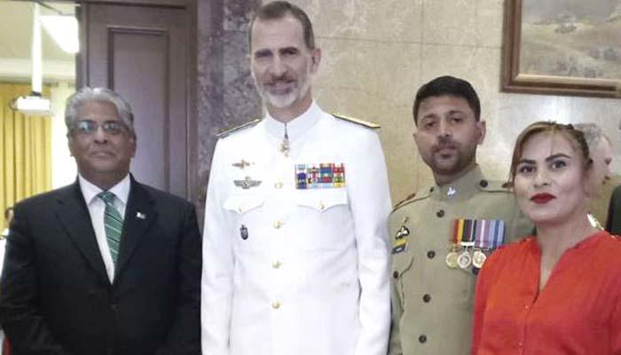 پاکستانی میجر عمران جعفر نے ہسپانوی بادشاہ سے اپنا ڈپلومہ وصول کیا