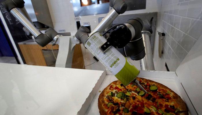 پیزا بنانے کا ماہر روبوٹ
