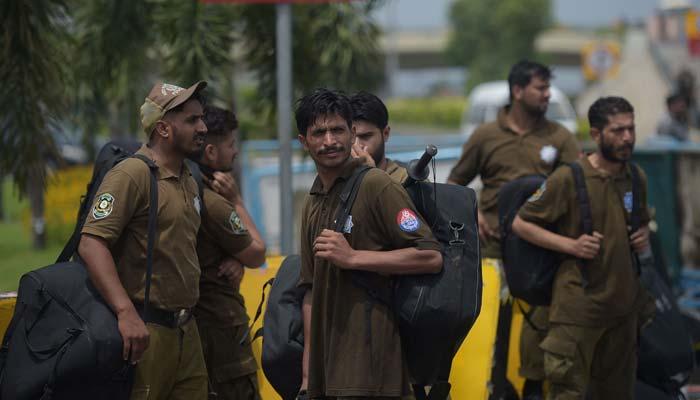 لاہور: شہبازشریف کی قیادت میں ریلی ائیرپورٹ روانہ