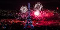 فرانس کے قومی دن پر ایفل ٹاور میں شاندار آتش بازی
