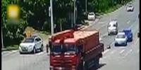 چین میں ٹرک اورموٹر سائیکل کے درمیان زوردار تصادم