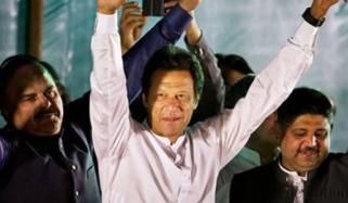 عمران خان قومی اسمبلی کی پانچوں نشستوں سے جیت رہے ہیں