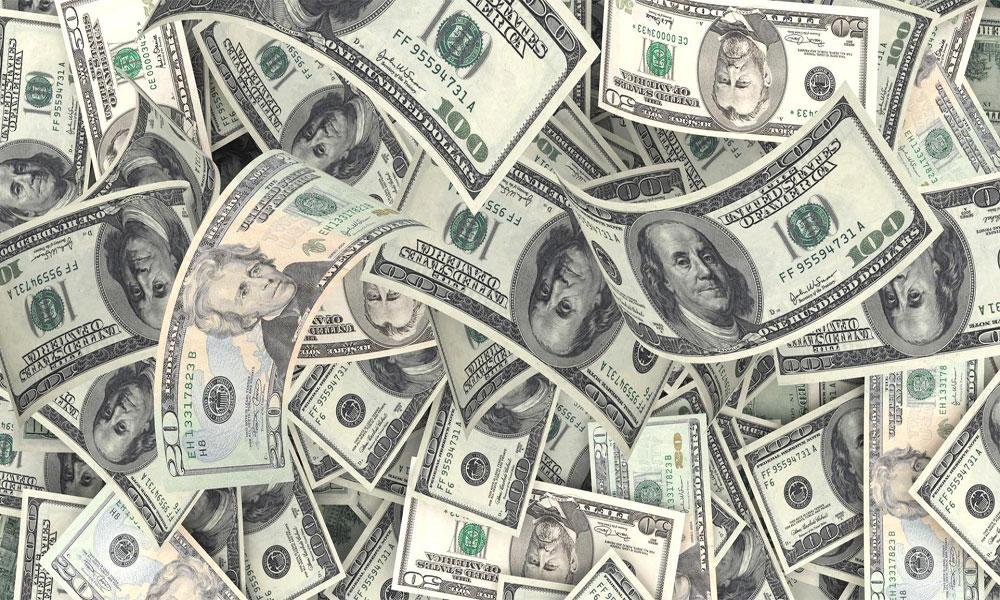 ڈالر ایک دن میں 4روپے سستا ہو گیا