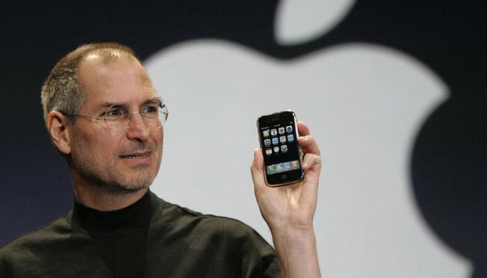 ایپل دنیا کی پہلی ایک ٹریلین ڈالر کمپنی بن گئی