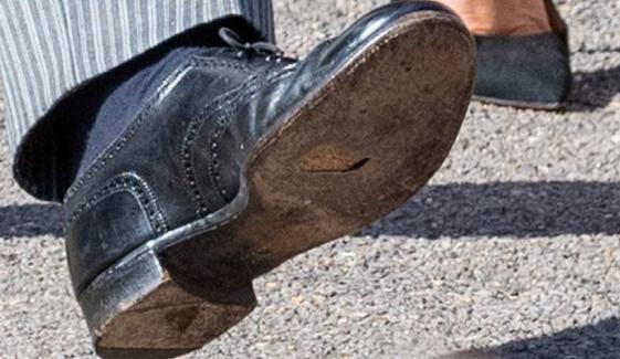 شہزادہ  ہیری کے جوتے میں  سوراخ