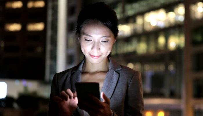 موبائل فون کی روشنی بینائی سے محروم کرسکتی ہے، تحقیق