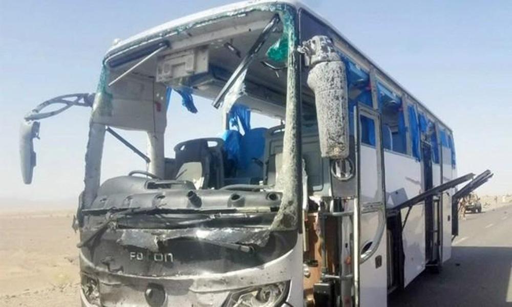 دالبندین میں بس پر خودکش حملہ، 3غیر ملکیوں سمیت 6زخمی