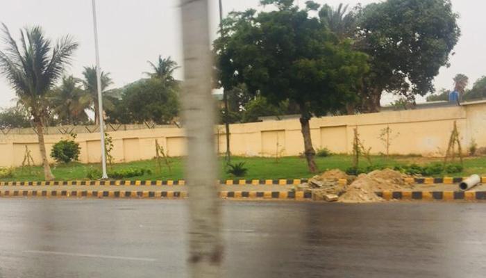 کراچی میں رات اور صبح سویرے بوندا باندی