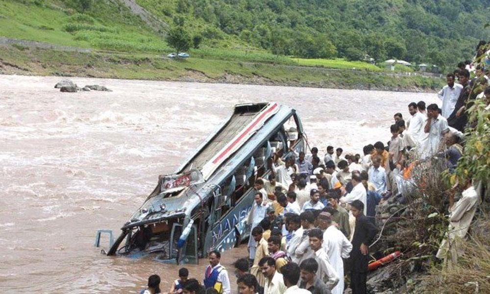 آزاد کشمیر میں وین برساتی نالے میں گرگئی، 3 افراد جاں بحق