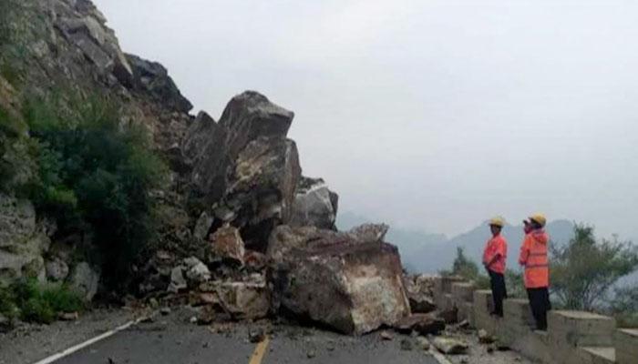 بیجنگ میں لینڈ سلائیڈنگ کے سبب پہاڑی تودہ گر پڑا