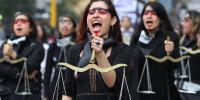پرو کے دارلحکومت میں سینکڑوں خواتین کا مظاہرہ