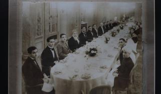عمران کی جاری کردہ تصویر میں قائد اور اقبال کیساتھ کون؟