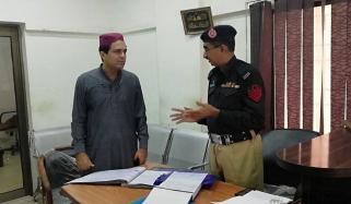 کراچی پولیس چیف کے مختلف تھانوں پر چھاپے، چیکنگ
