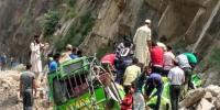سری نگر،بس اور کار پرپہاڑی تو دہ گرنے سے 5 افرادجاں بحق
