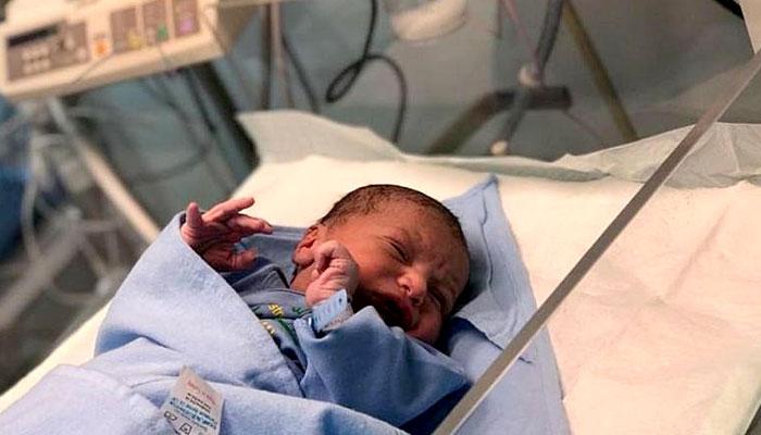 میدان عرفات میں بچے کی ولادت