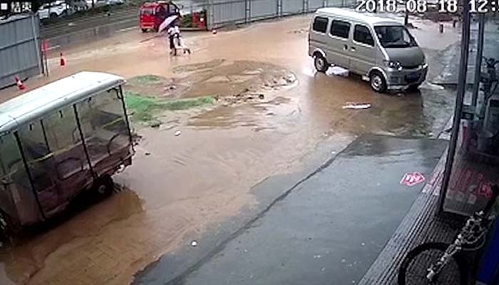چین، صوبے ہینان میں سیلابی صورتحال ،کئی علاقے زیر آب