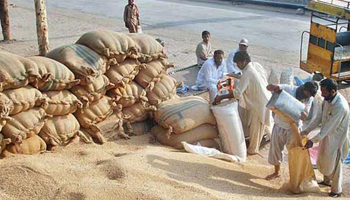 سندھ میں خشک سالی ،صوبے کے 148 دیہوں میں گندم کی تقسیم