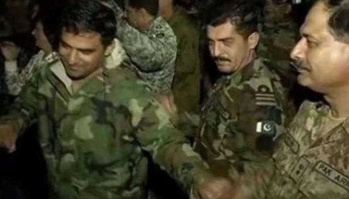 روس میں پاکستانی اور بھارتی فوجیوں کا ایک ساتھ بھنگڑا