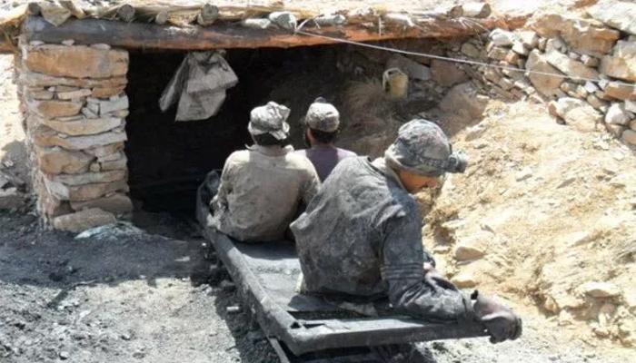 مچھ میں کوئلے کی کان بیٹھ گئی،5 کان کن پھنس گئے