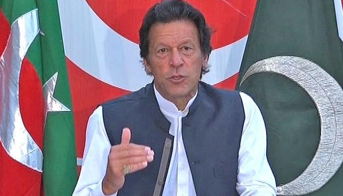 نو منتخب وزیراعظم عمران خان کی مزار قائد پر حاضری ......!