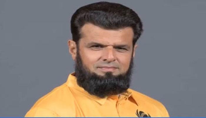 داڑھی کی وجہ سے باہر ممالک میں روکا جاتا ہے،علیم ڈار