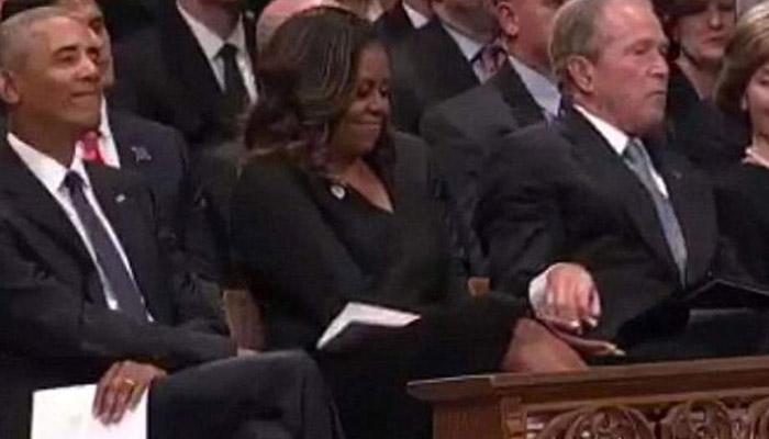 جارج بش کا مشیل اوباما کو ٹافی کا تحفہ، ویڈیو وائرل