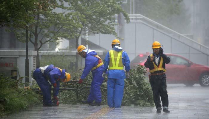 جاپان میں تاریخ کا بڑا طوفان ،طوفانی ہواؤںسے چھتیں اڑ گئیں