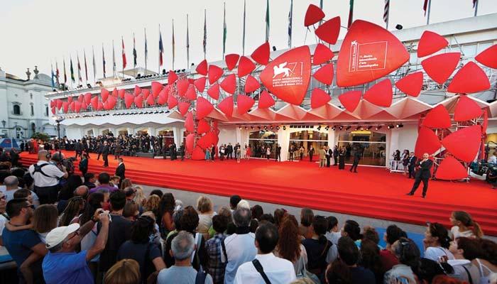 وینس میں 75 واں فلم فیسٹیول ، فلمی ستارے ریڈ کارپٹ پر جلوۂ گر