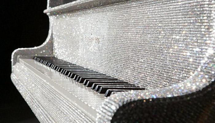قیمتی کرسٹلز سے سجا مہنگا ترین پیانو