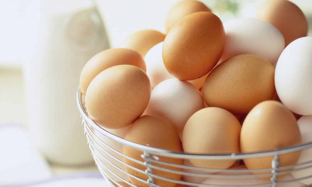 انڈے کھائیں لیکن سفید اور برائون کا فرق جان کر