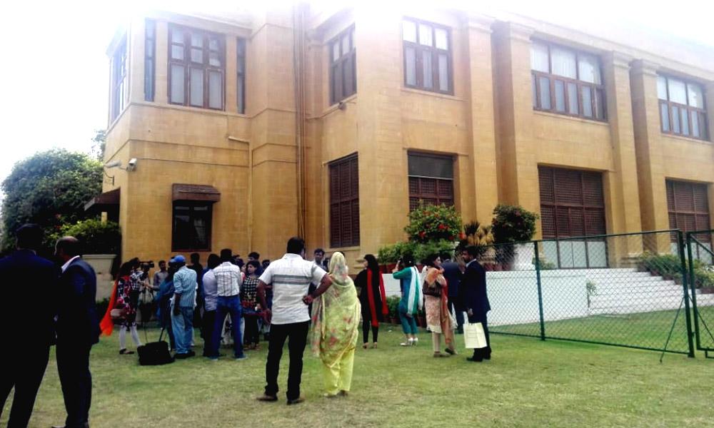 پہلی بار بغیر ٹکٹ سرکاری عمارت پر شہریوں کا راج