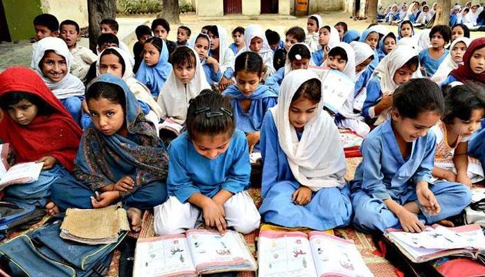 پاکستان میں خواندگی کی شرح 58 فیصد ہے