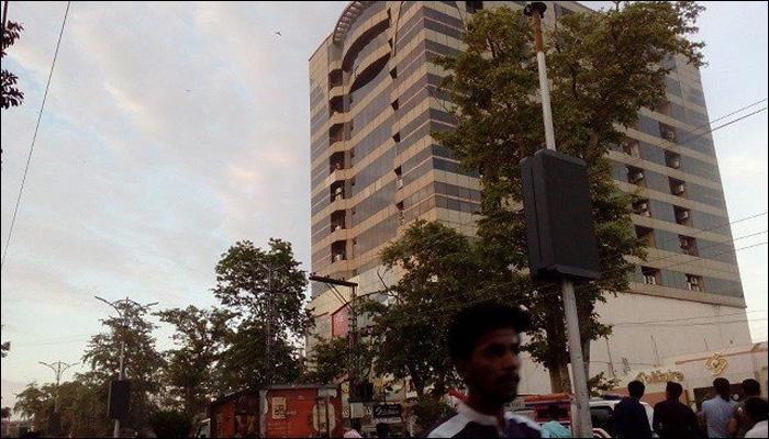 لاہور:پلازہ میں لگی آگ پر قابو پالیا گیا،1شخص جاں بحق