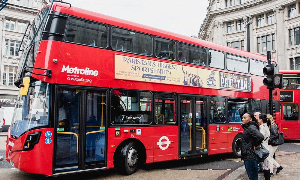پشاور زلمی کی ڈبل ڈیکر بس لندن کی سٹرکوں پر