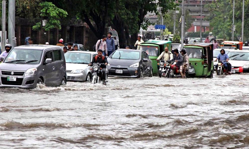 لاہور میں موسلا دھار بارش