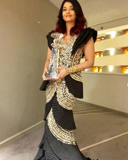 ایشوریا  نے باصلاحیت اداکارہ کا ایوارڈ اپنے نام کرلیا