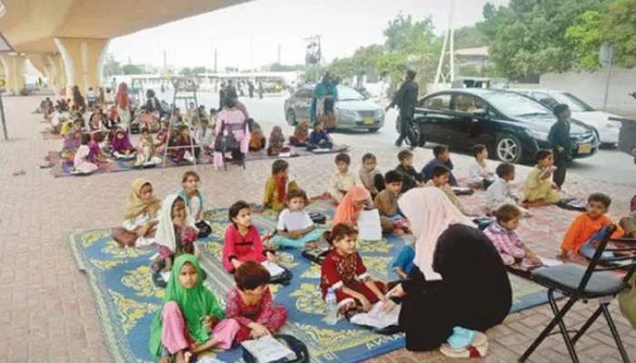 کراچی فٹ پاتھ اسکول میں ڈکیتی کی واردات