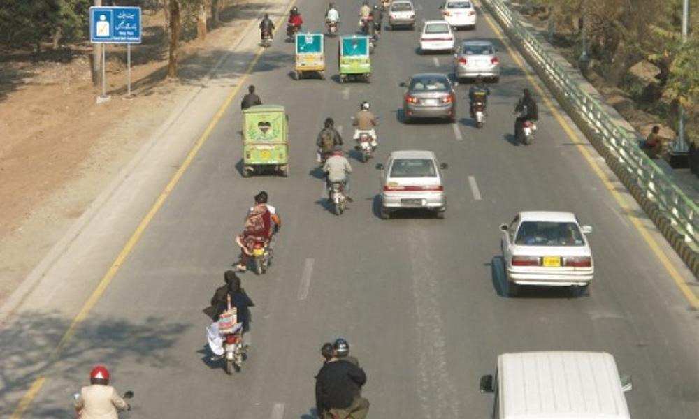 لاہور میں بغیر ہیلمٹ موٹرسائیکل سواروں کیخلاف کارروائی ہوگی