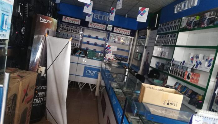 ملیر ، موبائل شاپ پر ڈکیتی ،ملزمان 309 فونز،لاکھوں روپے لے اڑے