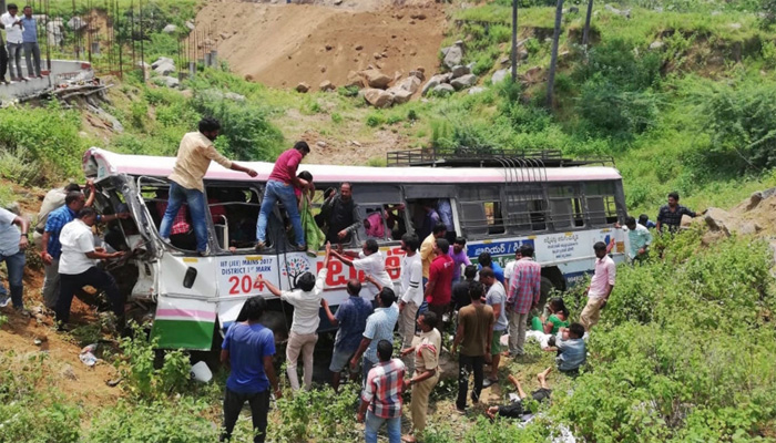 بھارتی ریاست تلنگانہ میں بس حادثہ ،55 افراد ہلاک