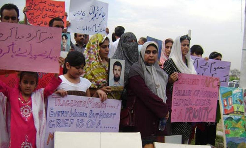 وزیر اعظم کی کراچی آمد، لاپتہ افراد کے اہلخانہ کا احتجاج