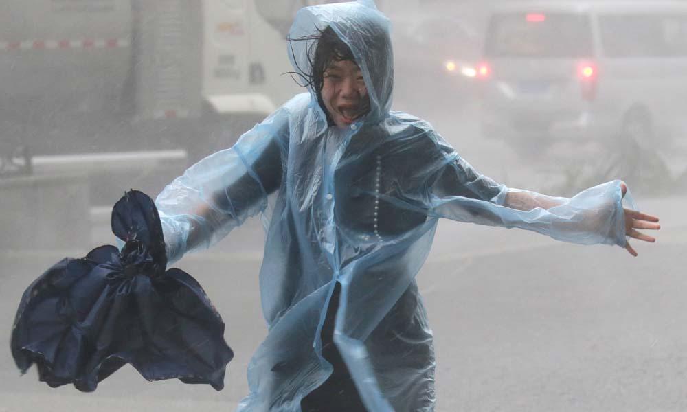 طوفان 'منگ کھٹ' سے 69، 'فورنس' سے 18افراد ہلاک